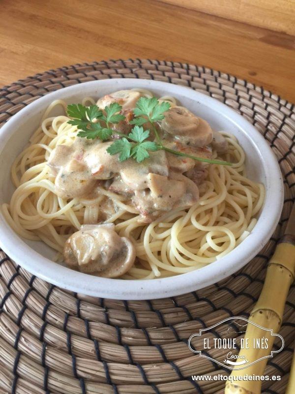 Espaguetis con champi ones y tomates el toque de in s - Espaguetis con gambas y champinones ...