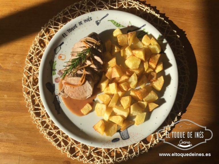 Servimos el solomillo acompañado de la salsa....con patatas fritas, asadas, arroz blanco, puré de patata...