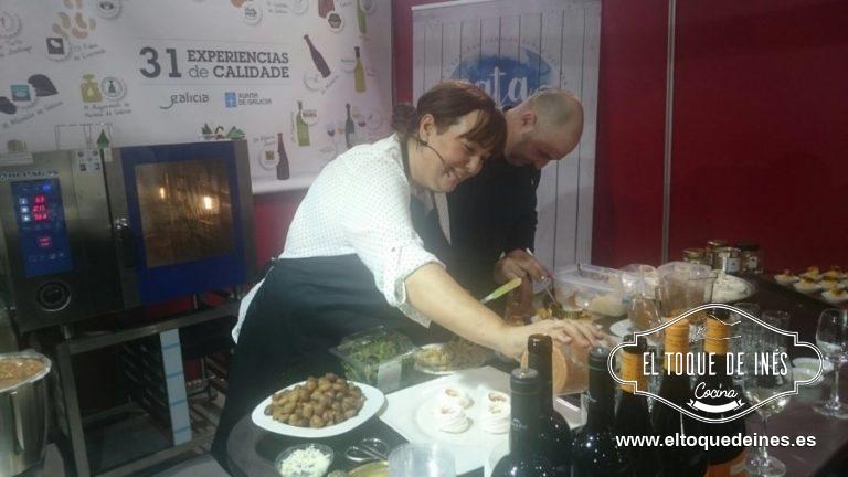 Y después tuvimos que emplatar para que todos los invitados probasen los platos realizados...gracias a Nacho por su ayuda.