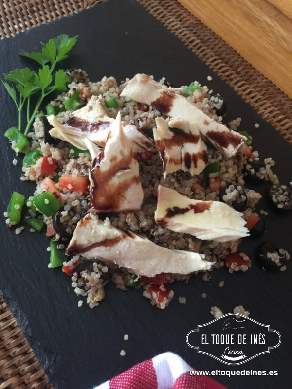 Ensalada de quinoa con bonito en aceite el toque de in s for Cocinar 1 taza de quinoa