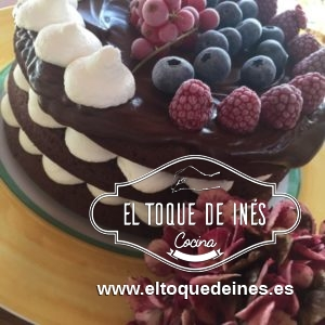 Tarta de chocolate y frutos del bosque
