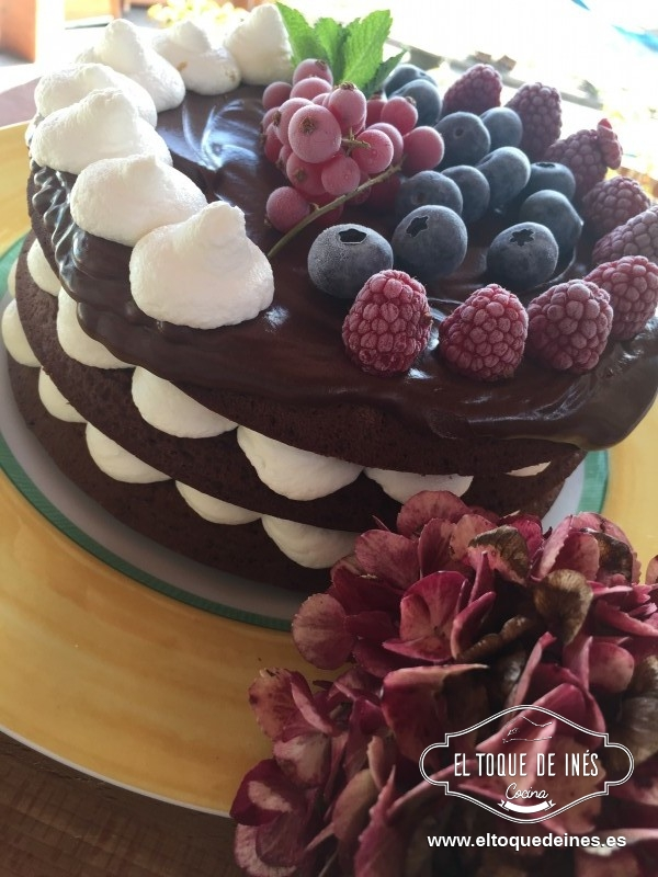 Tarta de chocolate con frutos del bosque - Juna En La Cocina