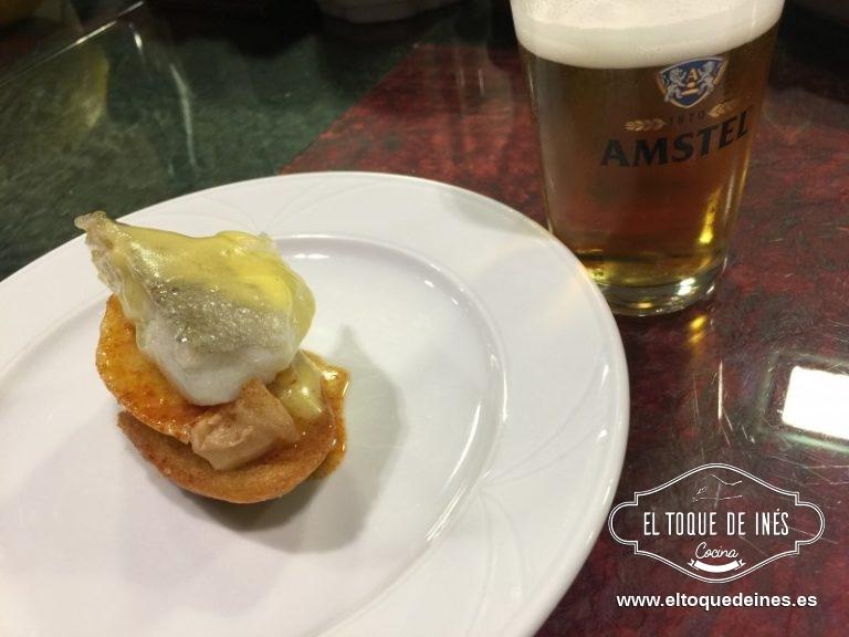 "1º pincho, Restaurante Galeón denominado ""Bacalao 1.0"" (tosta de pan crujiente, patata cocida, pimentón ligeramente picante, bacalao confitado y pilpil."