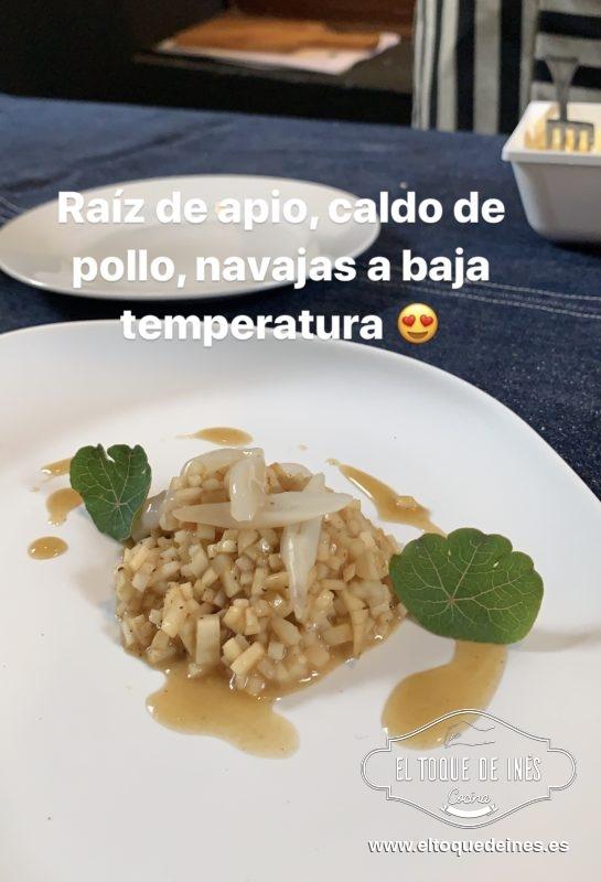 Y el segundo fue un falso risotto hecho con la raíz de apio nabo con navajas hechas a baja temperatura, exactamente 65º de temperatura, todo ello con una base de caldo de pollo de corral.