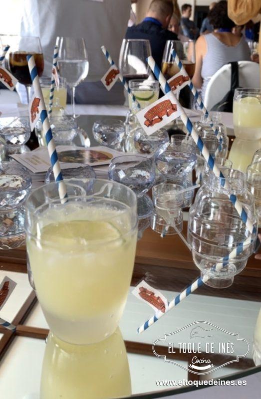 Finalizamos la comida con un coctel en cuyos ingredientes estaba una ginebra de la tierra, Vanagandrgin... sus dueños un encanto.