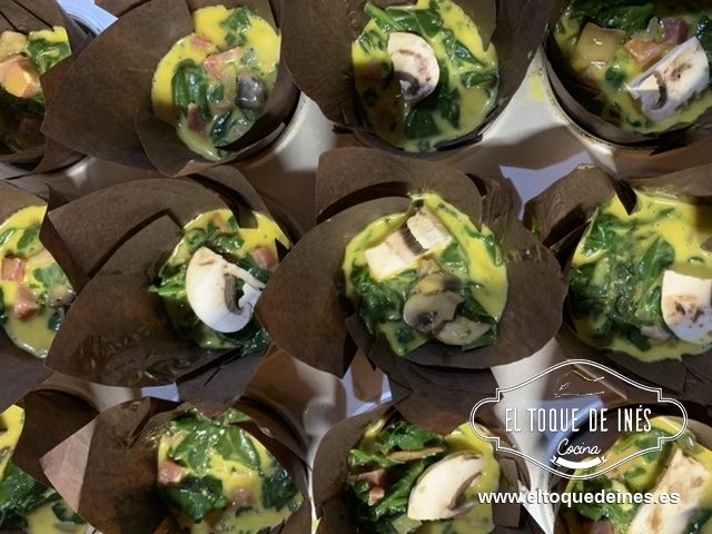Mezclamos bien y repartimos en moldes de Muffins o de magdalenas.